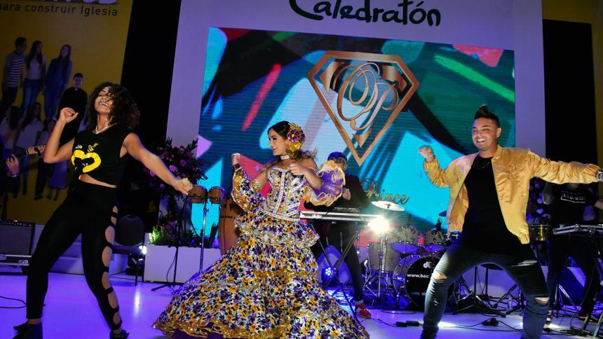 En imágenes | Óscar Prince y la Reina del Carnaval animaron la tarde de Catedratón