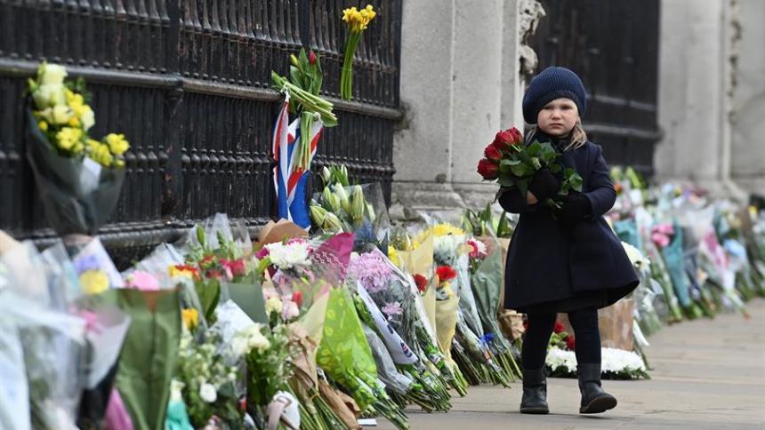 Flores en el Palacio de Buckingham por el Duque de Edimburgo
