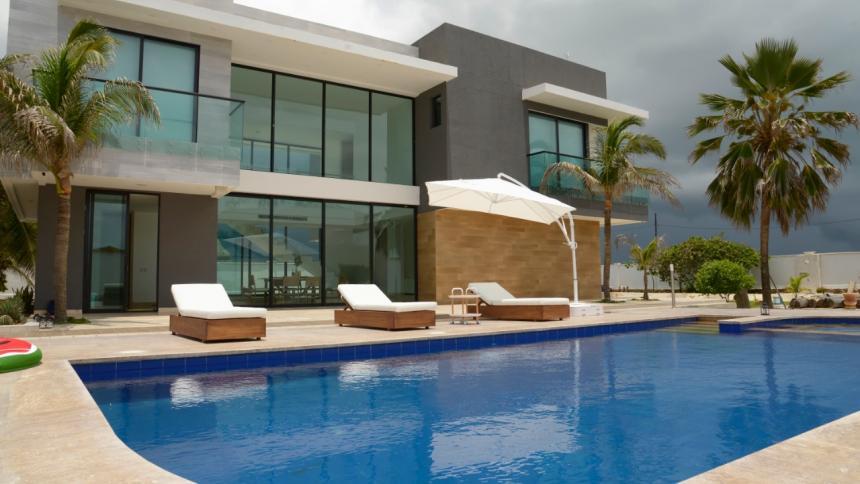 Lo tropical y lo contemporáneo se fusionan en una casa de descanso