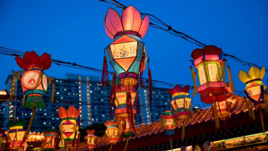El Templo Wong Tai enciende sus linternas para el Festival del Medio Otoño