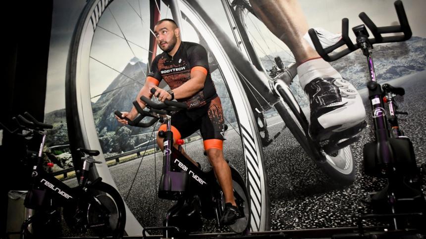 Fortalece tus piernas con la práctica del 'Indoor cycling'