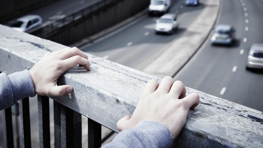 Suicidio en jóvenes  columna de Haroldo Martínez