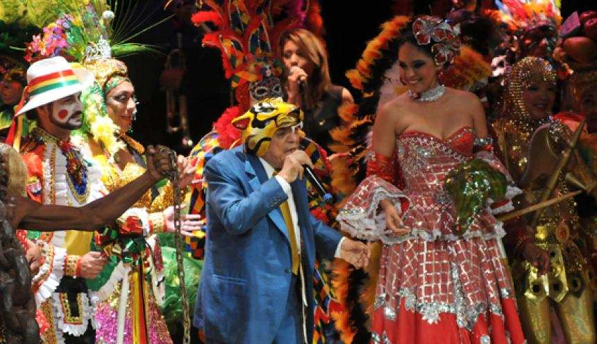 El cantante Tony Camargo hizo el 'show' musical en la apertura del Carnaval de las Artes.