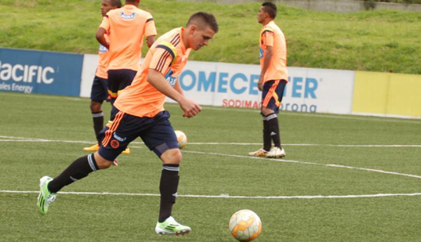 Rafael Santos Borré durante una práctica de la selección Colombia juvenil, en Bogotá.