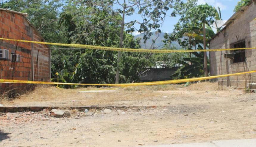 El artefacto fue arrojado cerca de la oficina de la Policía de Tránsito y Transporte.