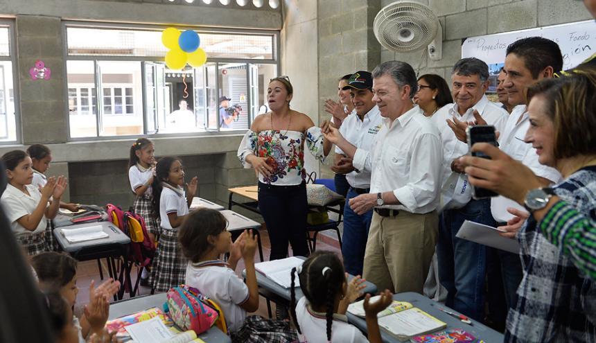 Santos, en la entrega del moderno colegio Nuestra Señora de Las Mercedes.