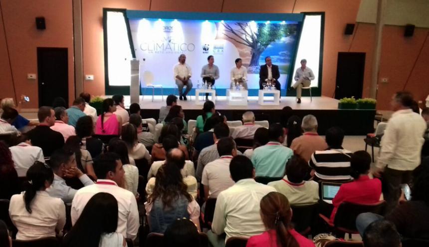El Foro 'Cambio Climático, un reto ambiental' se lleva a cabo en el Centro de Eventos Combarranquilla sede Country.