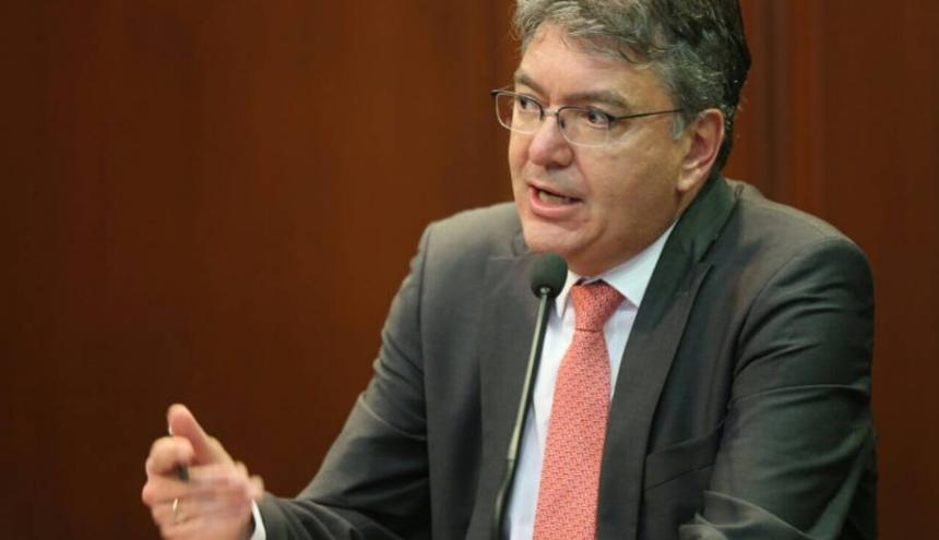 Mauricio Cárdenas durante la rueda de prensa después de la Junta del Banco de la República.