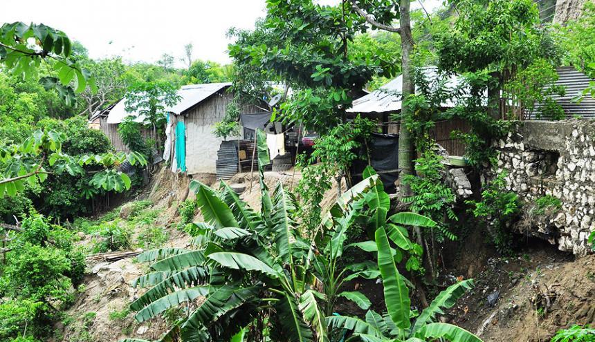 Una vivienda en riesgo en el barrio de Sierra Flor.