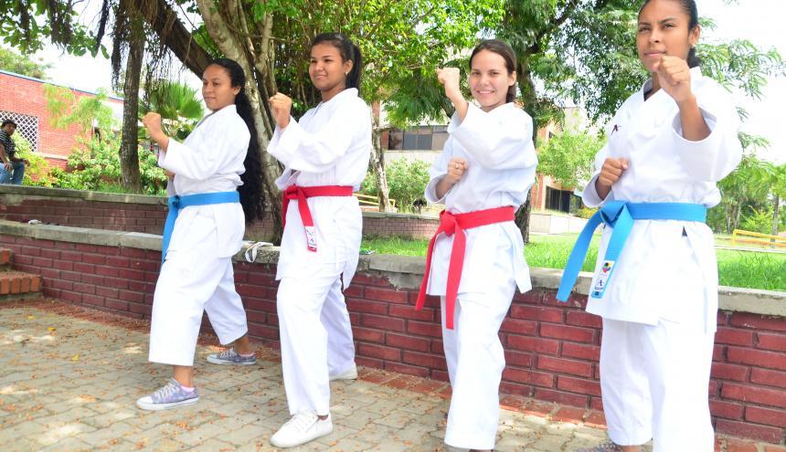 Gabriela Pezzoti, Sharon Torres, Vanessa Martínez y Andrea Pezzoti, las deportistas.