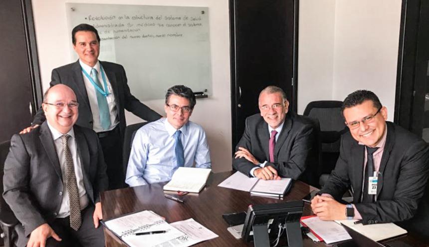 Luis Correa, viceministro de Salud; Samuel García, subdirector de Prestación de Servicios; Alejandro Gaviria; ministro de Salud; Eduardo Verano, gobernador del Atlántico, y Armando De la Hoz, secretario de Salud, durante la reunión de ayer.