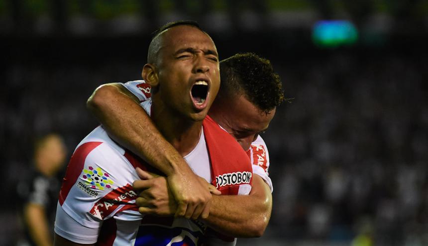 Jarlan Barrera anotó gol y  fue figura en el juego que Junior le ganó 3-0 al Once Caldas, el jueves 27 de julio, por Copa Águila, en el 'Metro'. Festejó con Escalante.