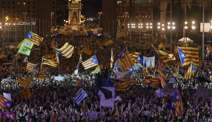 Los  pro-independentistas catalanes volvieron a tomarse las calles de Barcelona, a dos días del referendo.