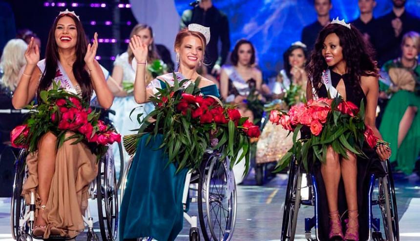 Bellas representantes de 19 países, con discapacidades físicas, compitieron en Miss Mundo en silla de ruedas, llevado a cabo en Polonia. La tenista chilena María Paz Díaz, finalista del certamen, del cual dijo que su participación lo tomó deportivamente y se sintió como una reina al igual que sus demás compañeras.