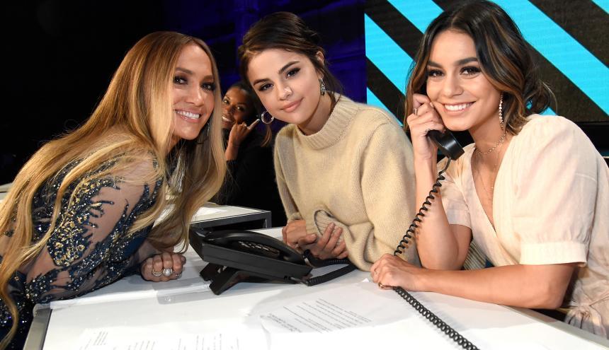 Jennifer López, Selena Gomez y Vanessa Hudgens en el call center del concierto.