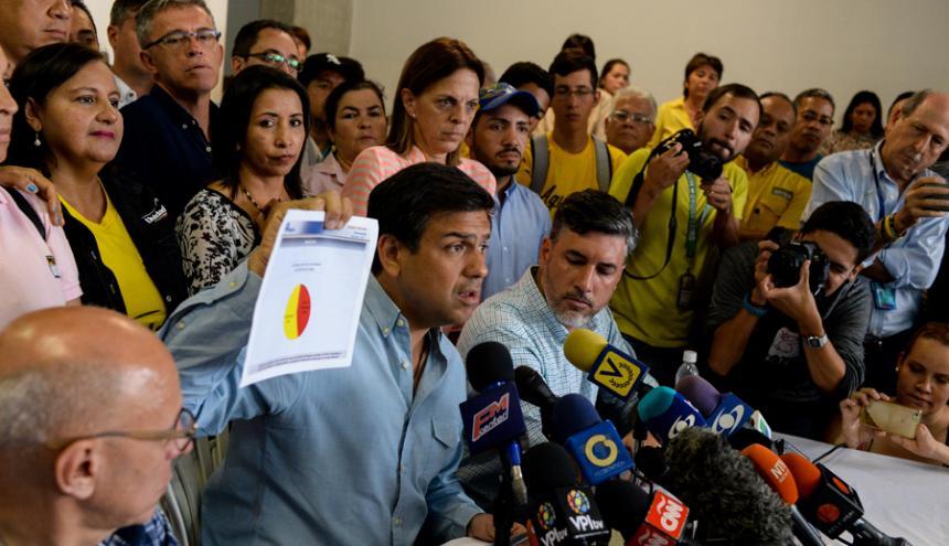 """""""Tenemos que seguir luchando"""", dijo Carlos Ocariz."""