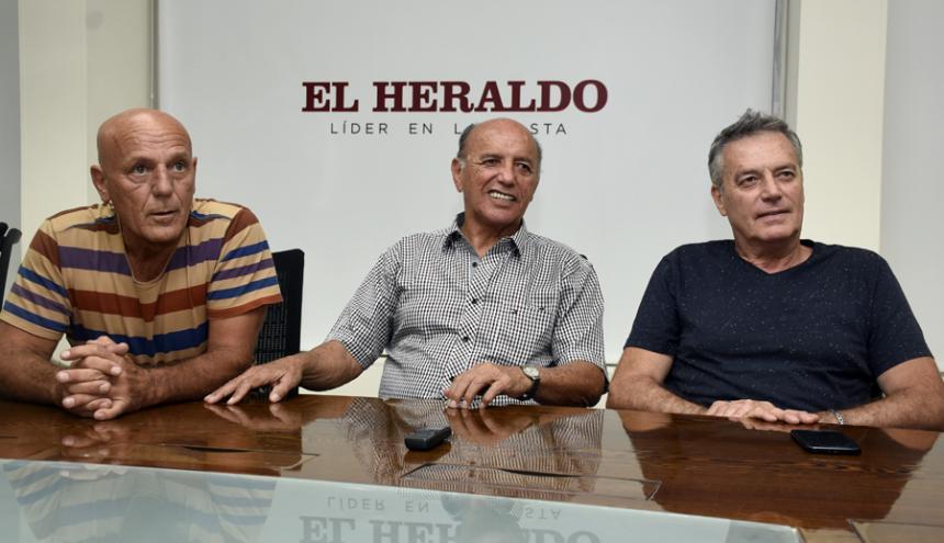 'El Pinza' Vidal, 'Papi' Peña y Delménico en su visita ayer a EL HERALDO.
