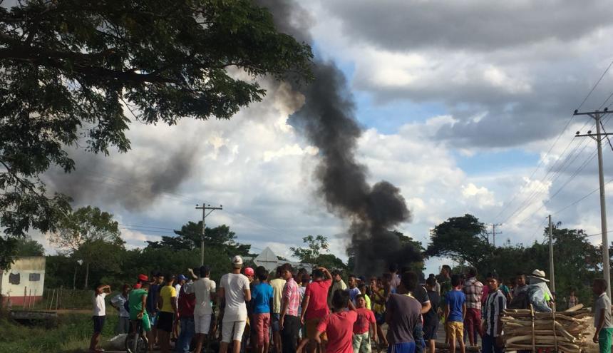 Con quemas de llantas, los bosconenses exigían el restablecimiento del fluido eléctrico.