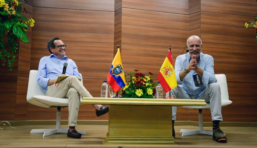 Marco Schwartz y Rafael Manzano durante la amena charla que sostuvieron en Cátedra Europa.