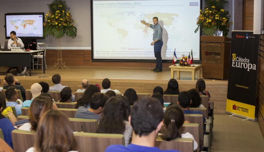 El profesor Markus Thiel durante su intervención en Cátedra Europa.