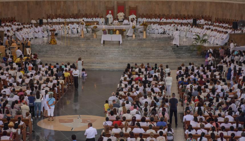 Presbíteros del Atlántico renuevan sus votos sacerdotales en la misa crismal celebrada ayer en la Catedral Metropolitana María Reina.