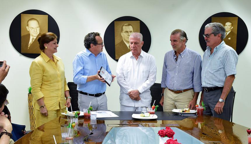 Miriam Salah, Marco Schwartz, director de EL HERALDO, Álvaro de la Espriella, el gobernador del Atlántico Eduardo Verano y Luis F. Vergara.