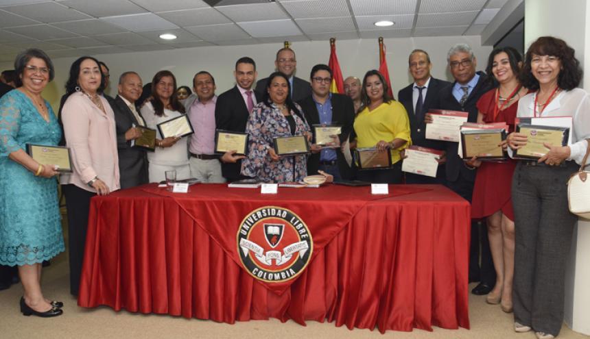 Fotos Institucional entre las directivas seccionales y Coordinadores de Centros de Investigación docentes dedicados a la investigación.