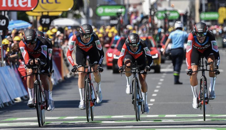 Los cuatro ciclistas que integran el equipo del BMC.
