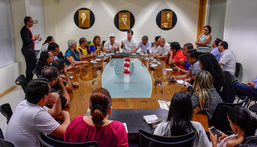 Daniel Noguera, el secretario de deportes del Distrito Gonzalo Baute y otros delegados de los Juegos, en la reunión con periodistas de EL HERALDO.