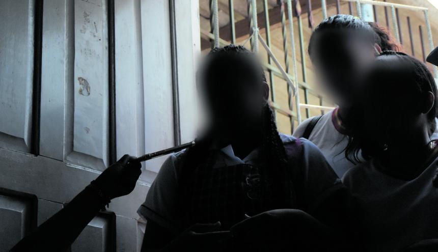 Compañeras de las niñas extraviadas piden que autoridades investiguen caso.