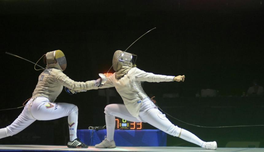 Yesica Morales, colombiana (derecha) ante la Venezolana Milagro Pastran.