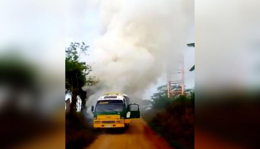 Incendio en la buseta escolar.