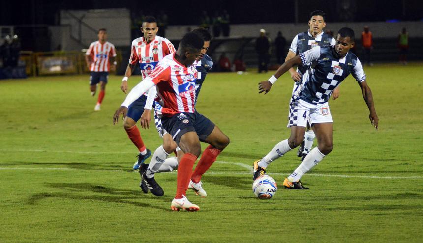 Acción de juego en el estadio La Independencia.