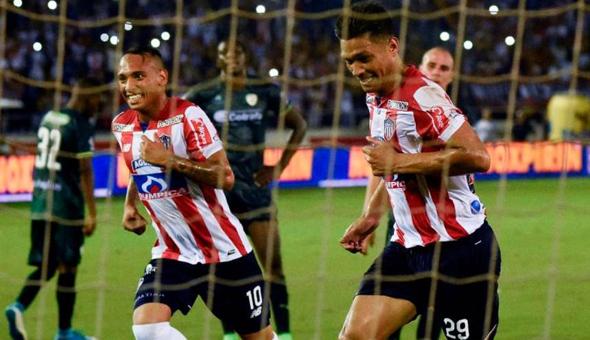 Jarlan Barrera y Teófilo Gutiérrez durante un partido con Junior.