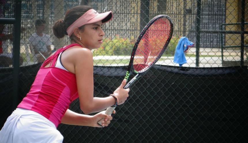 La joven tenista cartagenera Nicole Andrea Gómez Romero partirá a Estados Unidos en enero de 2019.