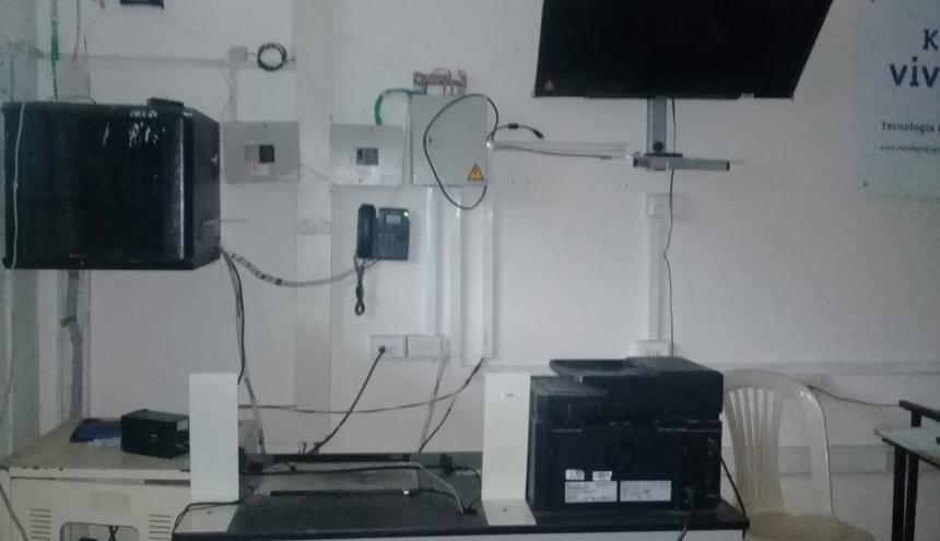 Esta es una sala de cómputo afectada por ladrones.