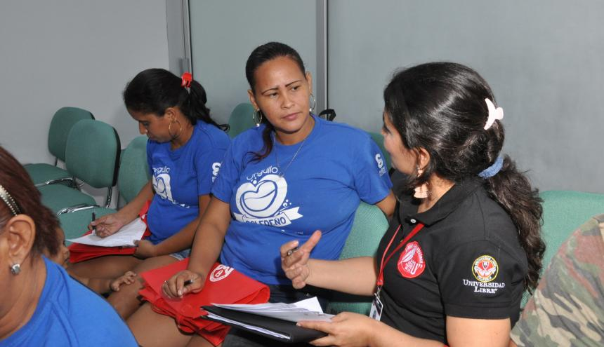 Uno de los participantes en el taller para familias soledeñas que por tradición han preparado y comercializado la butifarra.