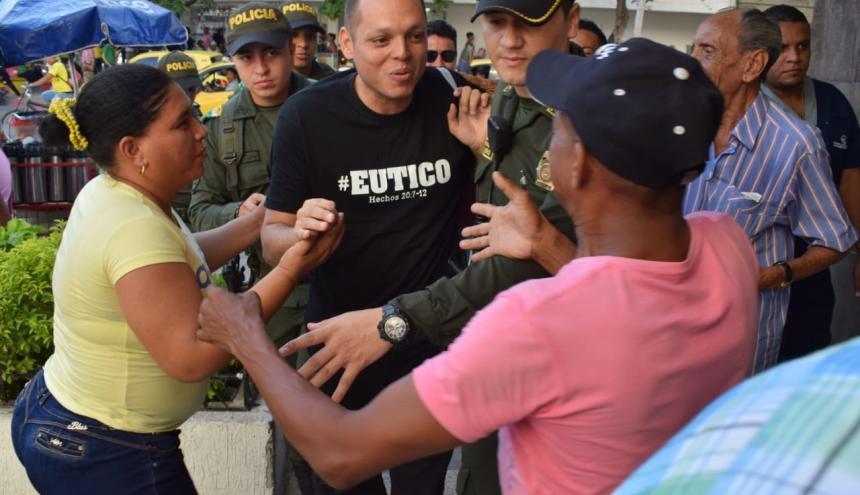 El alcalde de Ciénaga, Edgardo Pérez, al momento de su llegada al complejo judicial.