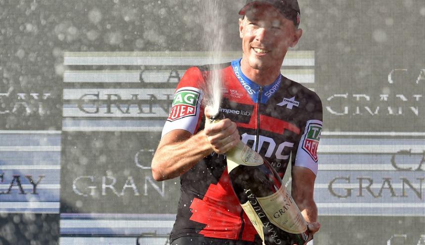 El australiano Rohan Dennis (BMC) fue el ganador de la contrarreloj individual.