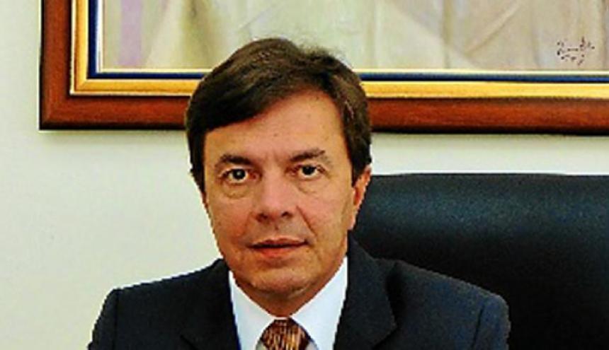 Roberto Vélez, gerente.