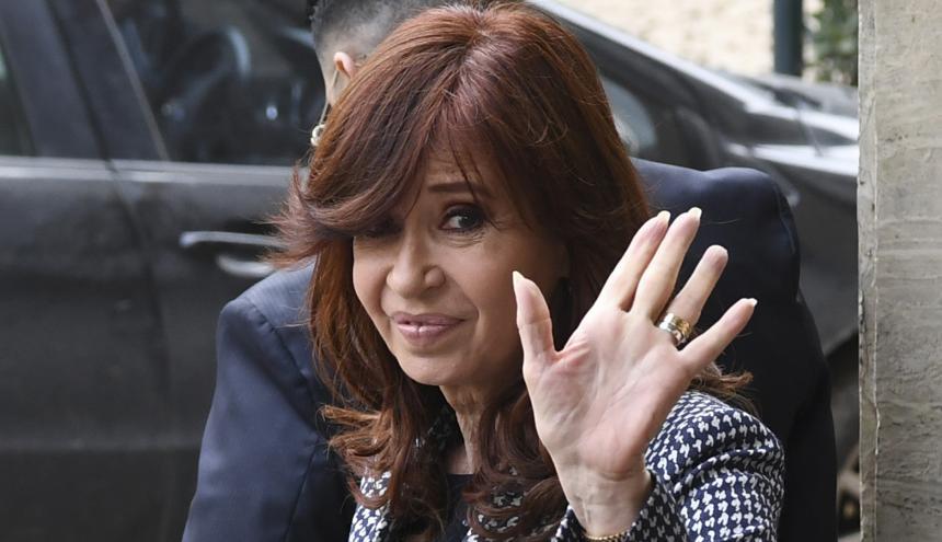 Cristina de Kirchner sale de la Corte en Argentina.