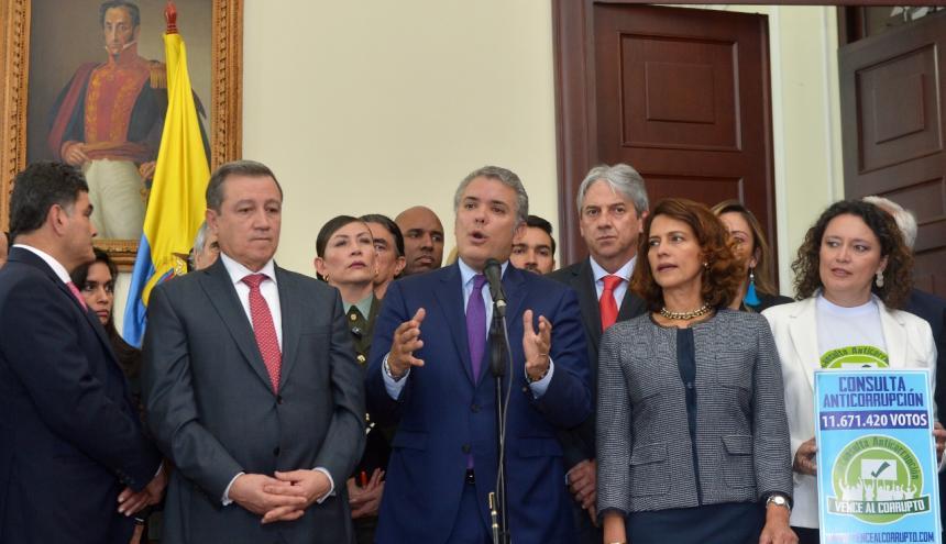 El presidente Duque, el alto consejero para la la política; la ministra del Interior Nancy Patricia Gutiérrez y la congresista Angélica Lozano.