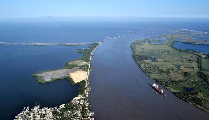 Panorámica del canal de acceso al Puerto de Barranquilla, que hoy tiene restricciones en la navegabilidad.