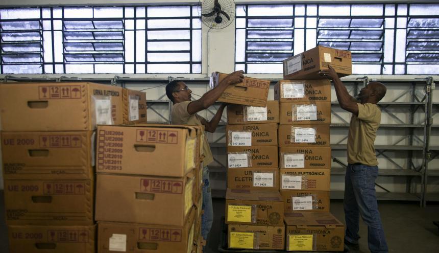 Urnas al por mayor se distribuyeron ayer  por todas las ciudades de Brasil.