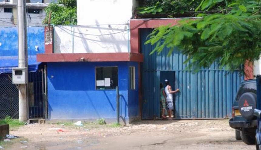 Fachada de la cárcel de Tenera.
