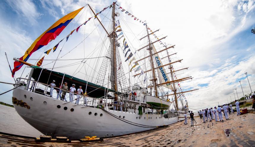 El buque escuela ARC Gloria trajo 139 tripulantes.