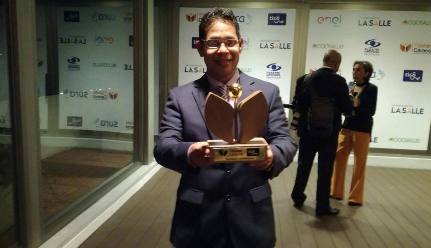Hernando Hernández recibió el galardón en la categoría Tecnología y Conectividad.