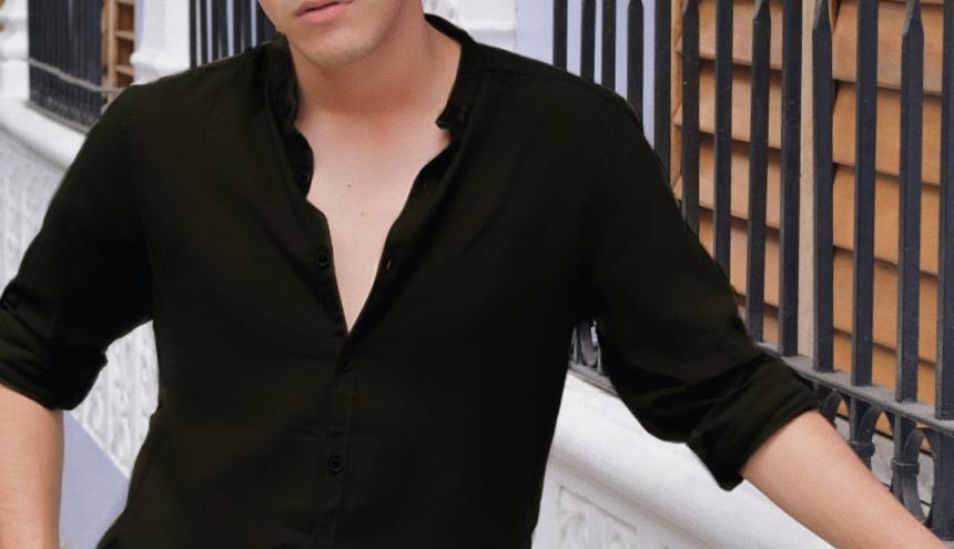 Juan Pablo se ha consolidado como uno de los blogueros de moda más importantes de la ciudad.