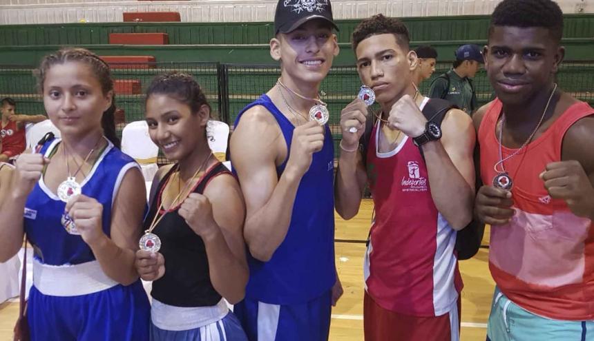 Any Páez, July Velásquez, Johan Escudero, Jeicol Miranda y Brandon Tejedor, púgiles del Atlántico.