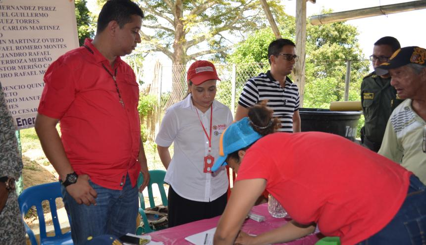 Las víctimas de Chengue que recibieron el diagnóstico del daño, firmaron un documento.